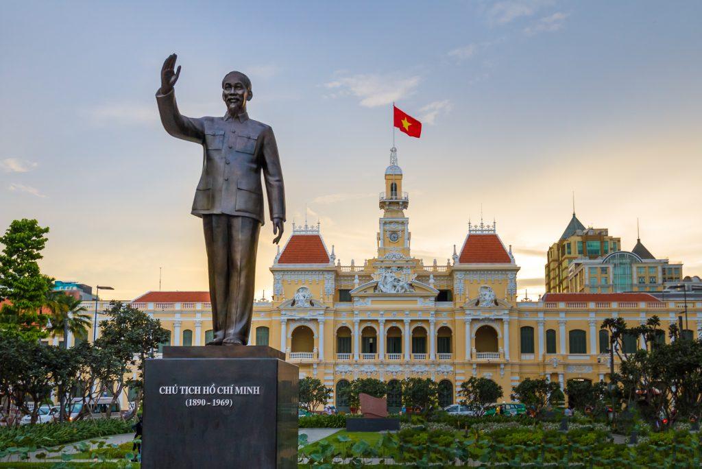 Ho Chi Minh statue vor City Hall, Saigon, Ho Chi Minh City, Vietnam