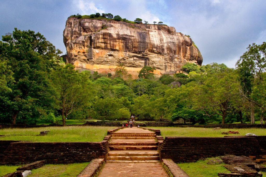 Treppenaufgang zum Sigiriya Löwenfelsen in Sri Lanka